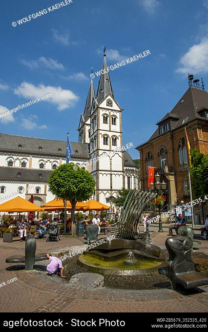 The market square with the Romanesque church of St. Severus and its two towers built in the 12th-13th centuries over the Roman baths in Boppard