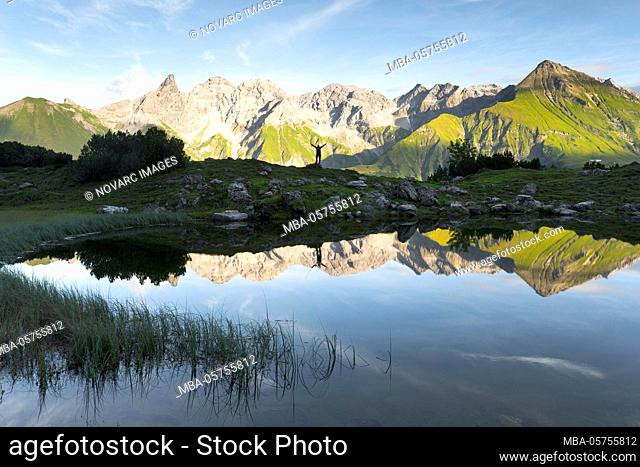 """Guggersee with a view of the Allg""""u main ridge, Bavaria, Germany"""