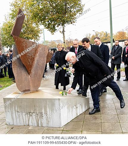 09 November 2019, Berlin: Federal President Frank-Walter Steinmeier (M), Andrzej Duda (r), President of Poland, Milos Zeman (2nd from left)