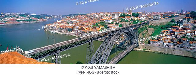 Rio Douro and Ponte de Dom Luis I, Porto, Portugal