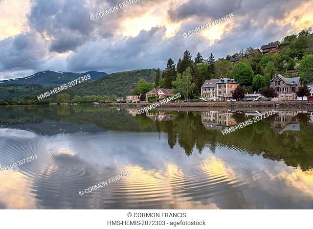 France, Puy de Dome, Chambon sur Lac, reflections in the lake