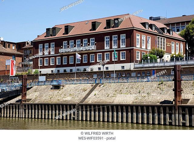Germany, North Rhine-Westphalia, Duisburg, Ruhrort, Harbour, Schifferboerse, office building and restaurant