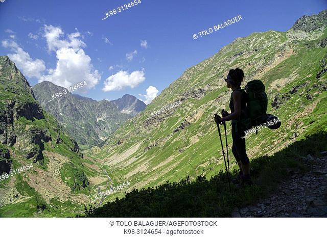 Neste de Clarabide, senda de Pouchergues, louron, cordillera de los Pirineos, France