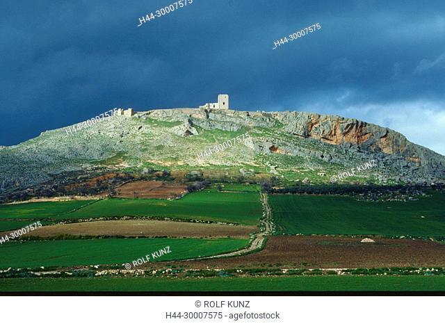 Schloss, Ruine, Castillo de la Estrella, auf Hügel, Wolken, Teba, Provinz Malaga, Andalusien, Spanien