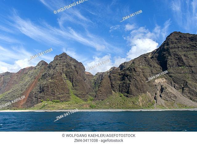 View from an excursion boat of the Na Pali coast on the western side of the Hawaiian Island of Kauai, Hawaii, USA
