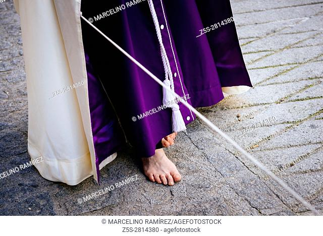 Nazareno barefoot as a sign of penance, during the procession. Friday morning. Alcalá La Real. Jaén. Andalusia. Spain