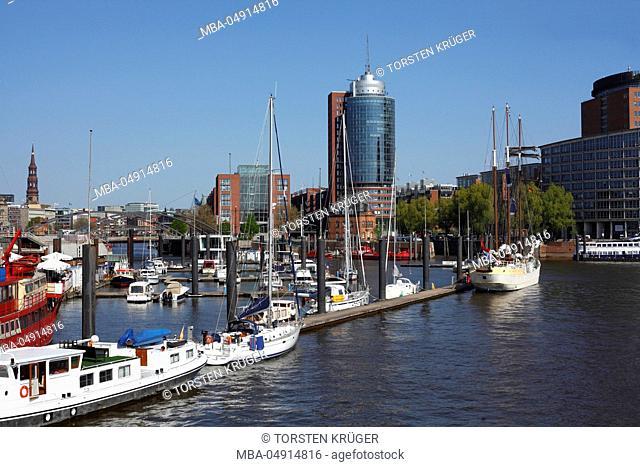Germany, Hamburg, Niederhafen with view at the Hamburg harbour city and Speicherstadt (warehouse district)