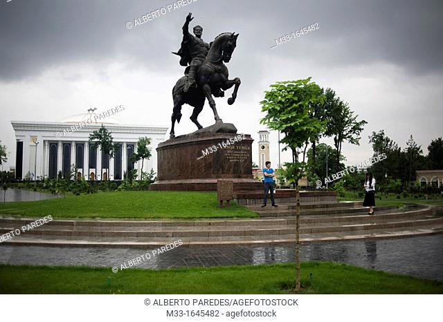 Tashkent  Taskent  UZBEKISTAN  Emir Timur statue