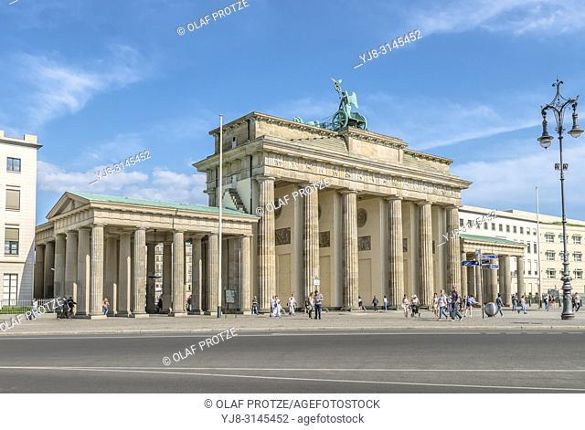 Brandenburger Tor vom Platz des 18. Maerz gesehen, Berlin, Deutschland