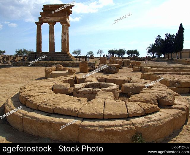 Ruin of the Temple of Castor and Pollux, Valley of the Temples, Agrigento, Sicily, Tempio di Castor e Polluce, Altar, Columns, Agrigento, Italy, Europe