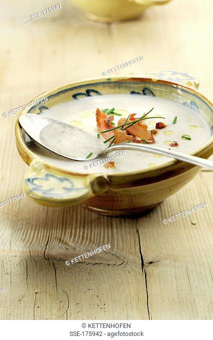 Jerusalem artichoke soup with bacon