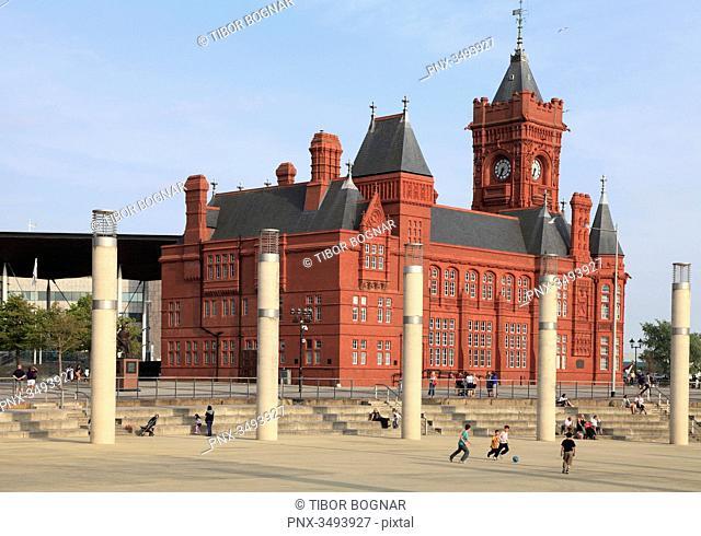UK, Wales, Cardiff, Bay, Roald Dahl Plass, Pierhead Building, people