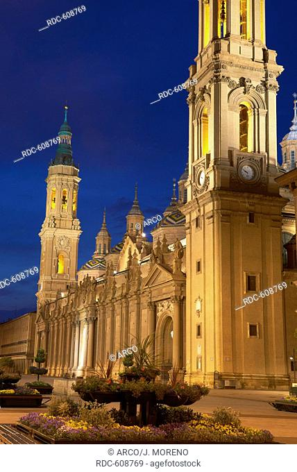 Zaragoza, El Pilar square, Basilica del Pilar, Saragossa, Aragon, Spain