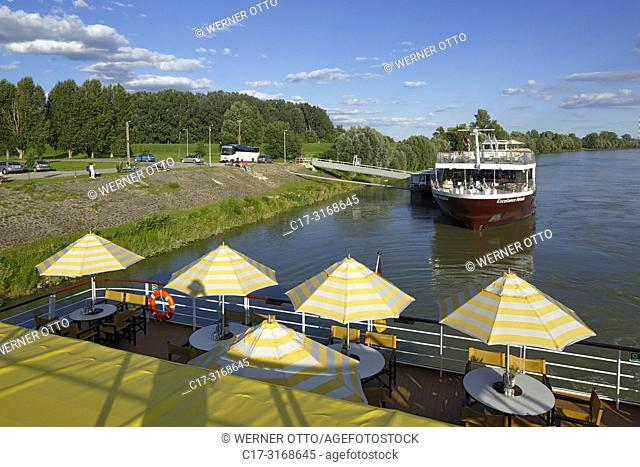 Kalocsa, tourism, holiday, freetime, Danube river cruise, Danube navigation, cruisers Excellence Melodia and aROSA cruiser Mia, open afterdeck