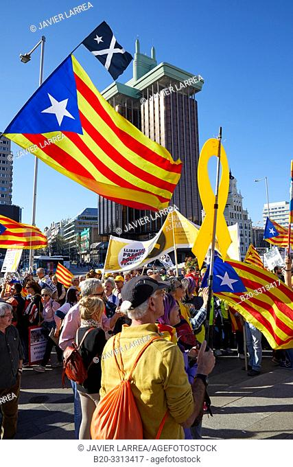 Demonstration of Catalans demanding independence, Flags of Catalonia, Columbus Towers, Colon Square, Madrid, Spain, Europe