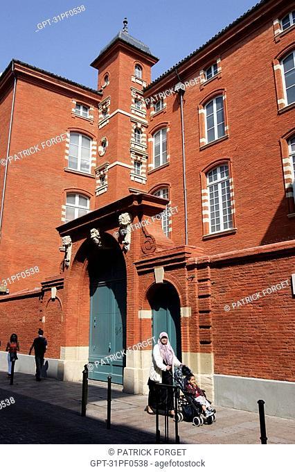 HOTEL DE CAVLET DE RESSEGNIER FROM THE 17TH CENTURY, CITY OF TOULOUSE, HAUTE-GARONNE 31, FRANCE