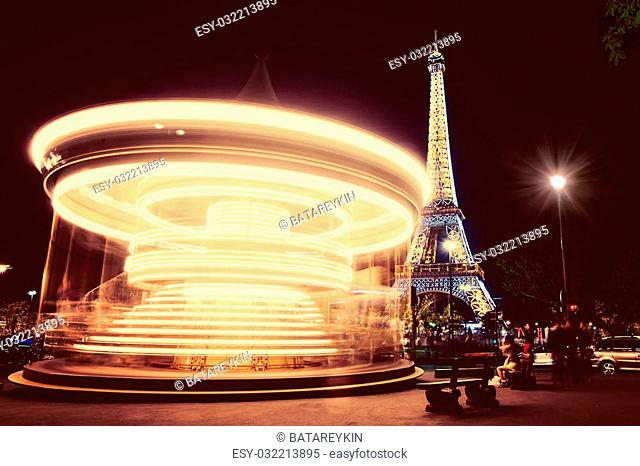 Night view of the carousel in Paris