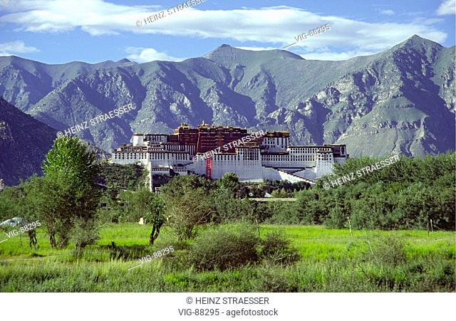The Potala, on top of a mountain ridge. In the center the Red Palace (Potrang Marpo), the real palace of the Dalai Lamas