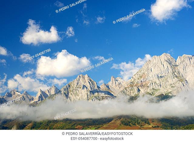 Peaks in Lescun Cirque. On the right Billare Peaks. Aspe Valley, Pyrenees, France