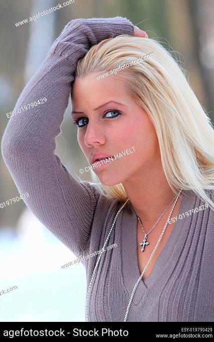 Blonde babe porn