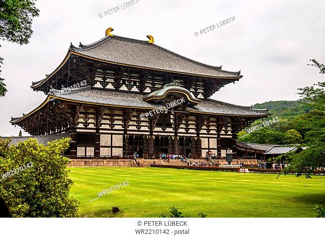 The Daibutsuden, hall of the great buddha, at Todai-ji buddhist temple in Nara, Japan