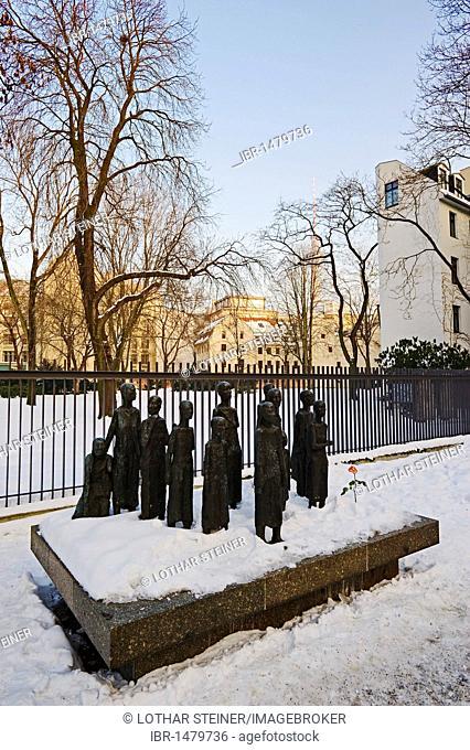 Bronze sculpture Juedische Opfer des Faschismus, Jewish victims of fascism, by sculptor Will Lammert in front of the Jewish Cemetery, Grosse Hamburger Strasse