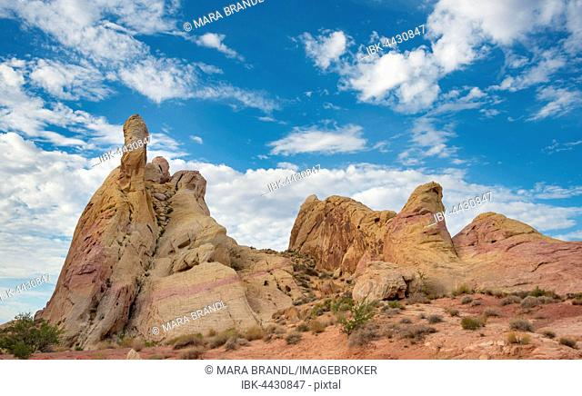 Orange-red rock formations, sandstone, White Domes Trail, Valley of Fire State Park, Mojave Desert, Nevada, USA
