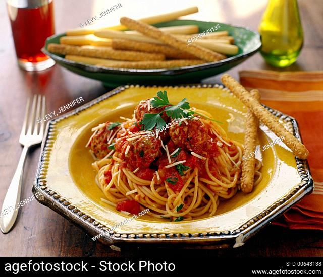 Pasta con le polpette (Spaghetti with meatballs and sauce)