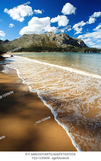 Oriñon beach, Monte Candina in background. Castro Urdiales, Cantabria, Spain