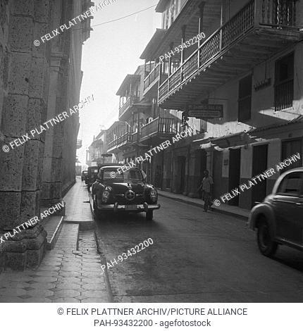 Street next to the Jesuit Church, Cartagena (Bolivar), Colombia, 1958. | usage worldwide. - Cartagena (Bolivar)/Colombia