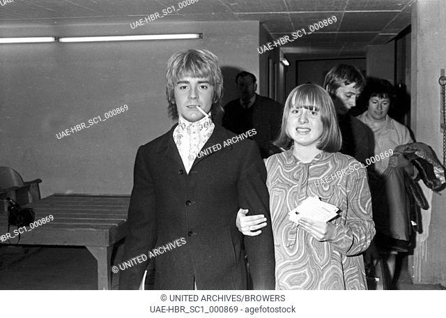 Der britische Opern- und Popsänger David Garrick, Deutschland 1960er Jahre. Britisch opera and pop singer David Garrick, Germany 1960s. 24x36Neg195