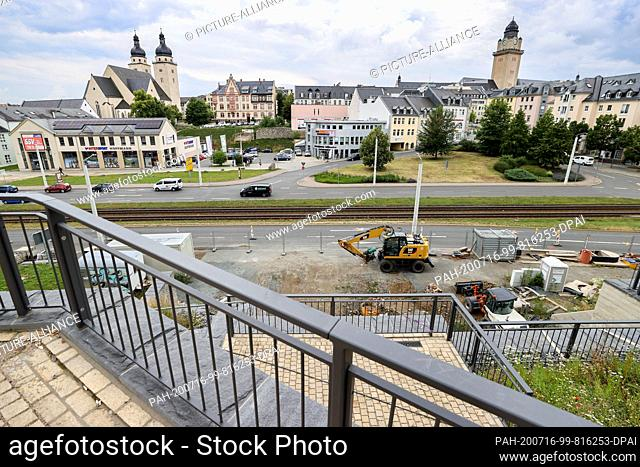 16 July 2020, Saxony, Plauen: View of the city centre with the construction site and the presumed location of an unexploded bomb from the Second World War below...