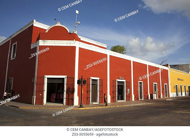 View to the main square with colonial buildings in the city center, Valladolid, Yucatan Province, Mexico, Central America