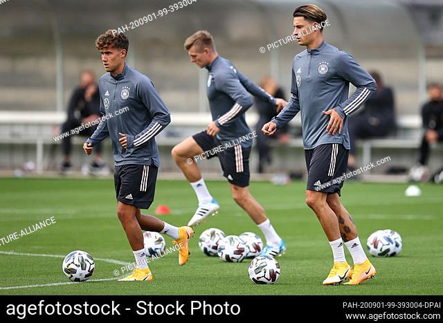 01 September 2020, Baden-Wuerttemberg, Stuttgart: Football: National team, Germany, training at the Robert Schlienz Stadium