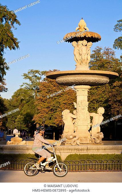 Spain, Madrid, Retiro Park created in the 17th century, Alcachofa 18th century foutain by architect Ventura Rodriguez