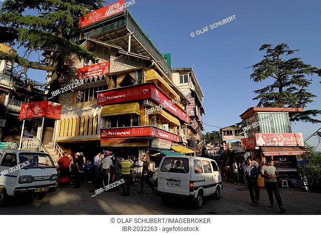 Main intersection in Upper Dharamsala, McLeod Ganj, Himachal Pradesh, Himalayas, India, Asia