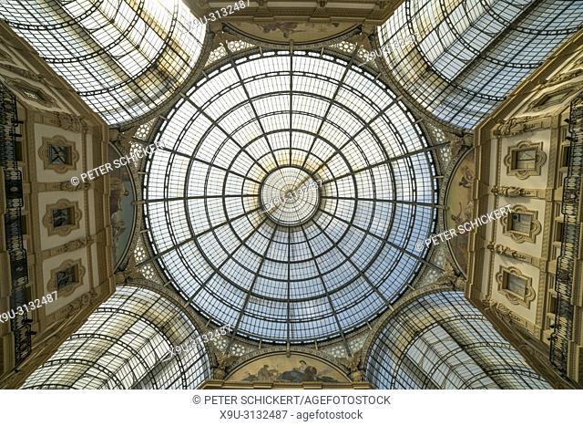 Glasdach und Kuppel der Einkaufsgalerie Galleria Vittorio Emanuele II, Mailand, Lombardei, Italien | glass dome of the shopping mall Galleria Vittorio Emanuele...