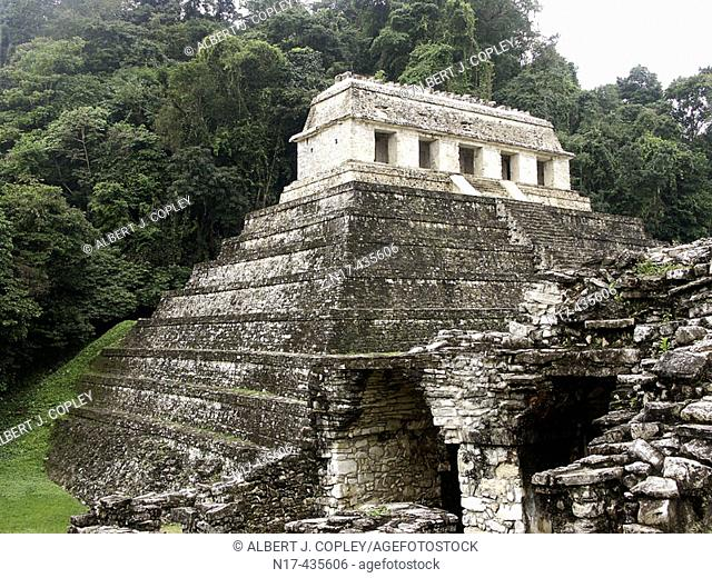 Temple of Inscriptions in Palenque, Maya archeological site (600 - 800 A.D.). Chiapas, Mexico