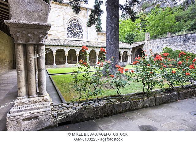 Cloister. San Pedro de la Rua church. Estella. Navarre, Spain, Europe