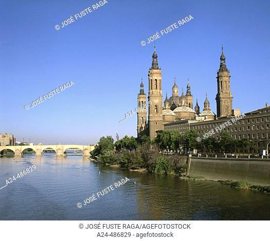 Pilar Basilica and stone bridge. Zaragoza. Aragon. Spain