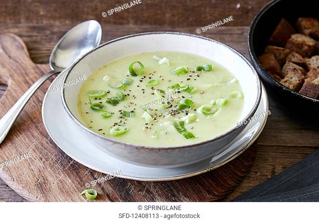 Vegan potato and leek soup with croutons