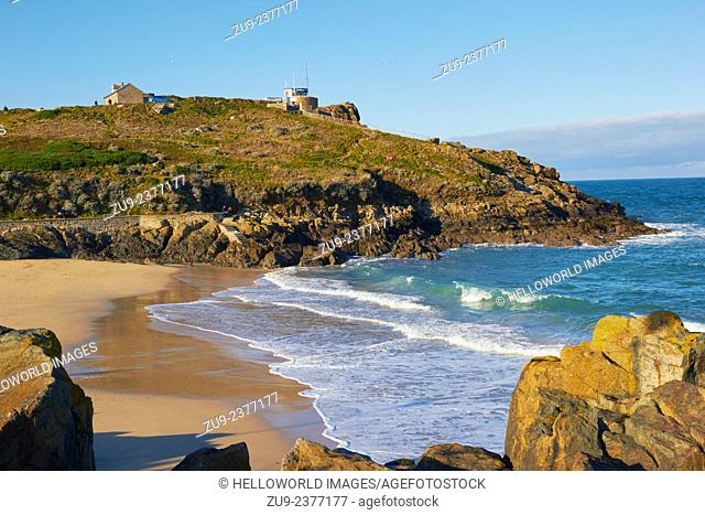 Porthgwidden Beach with coastguard station on headland, St Ives, Cornwall, England, Europe