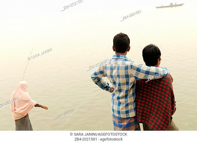 Children on the Ghats of Ganges river, Varanasi, Benares, Uttar Pradesh, India, Asia