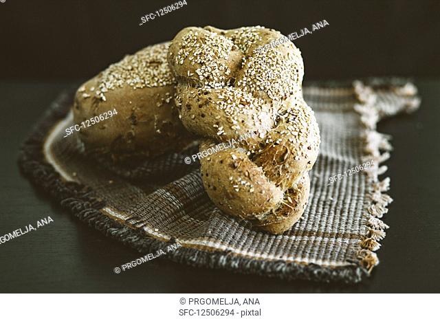 Wholemeal rolls with seeds and whole grains