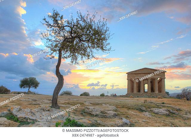 The Temple of Concordia at sunset, Valley of the Temples, Agrigento, Sicily, Italy