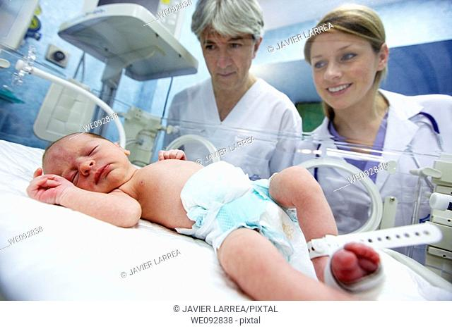 Pediatricians with newborn baby in incubator, pediatrics. Hospital Policlinica Gipuzkoa, San Sebastian, Donostia, Euskadi, Spain