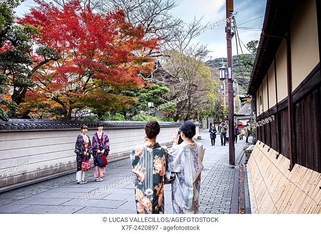 women dressed in kimono, street scene, Gion district, Kyoto, Japan