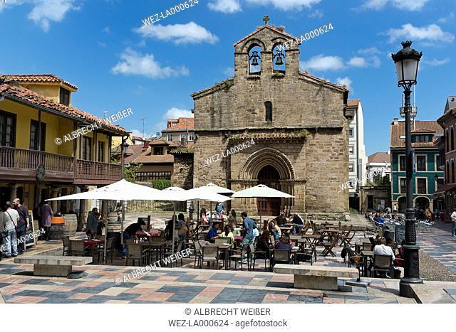 Spain, Asturias, Aviles, Carbayo Square