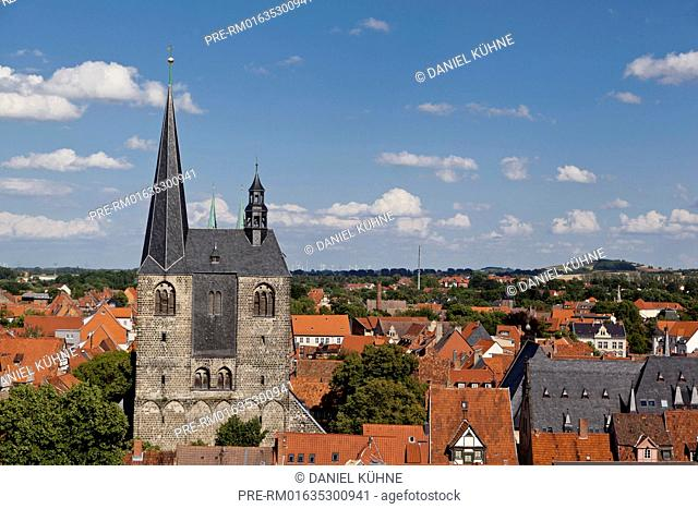 Quedlinburg, city view with market church St. Benedikti, Harz District, Harz, Saxony-Anhalt, Germany / Quedlinburg, Stadtansicht mit Markkirche St