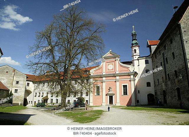 Inner courtyard, Tittmoning Castle, Tittmoning, Upper Bavaria, Bavaria, Germany, Europe